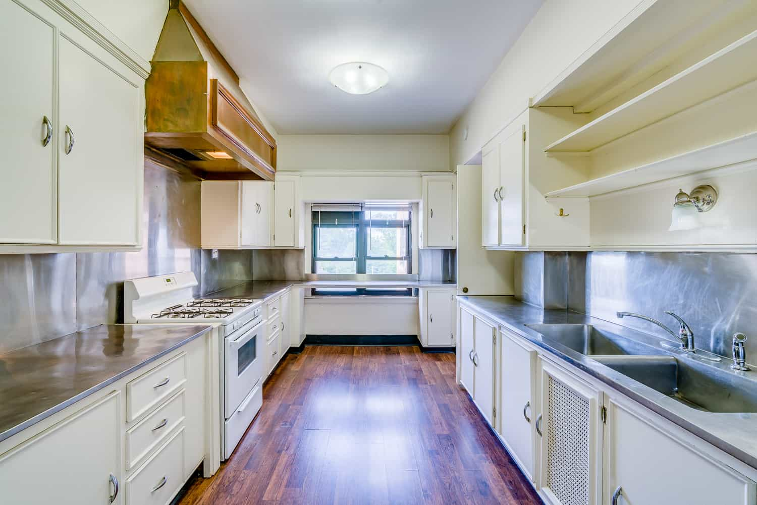 full kitchen view